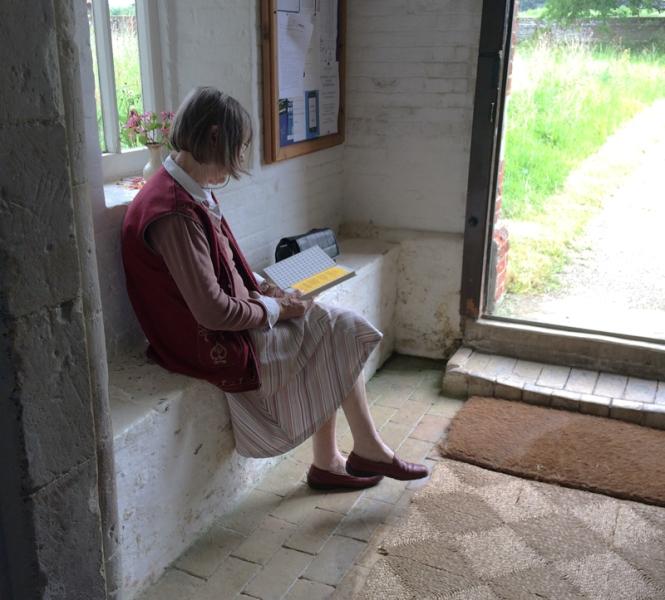 Jo reading